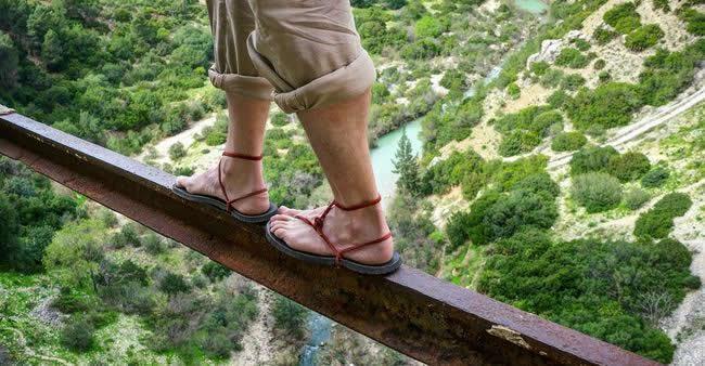 A trilha mais perigosa do mundo... apenas não dá pra olhar para a ...