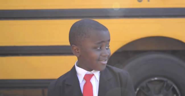 Imagine se toda escola colocasse *esse* vídeo para rodar antes ...