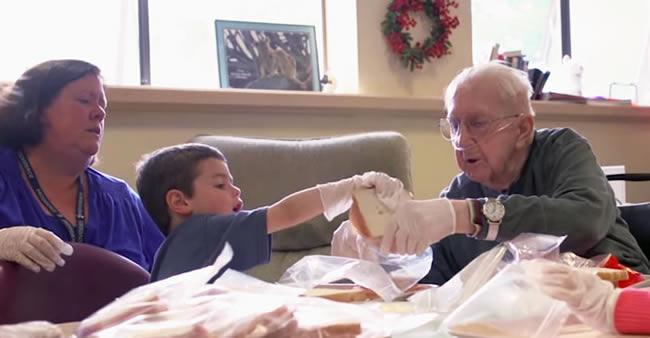 Uma creche está colocando crianças em contato com idosos – e ...