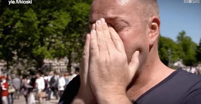 """Ele tem HIV e fez um desafio em praça pública: """"Toque em mim"""". O ..."""