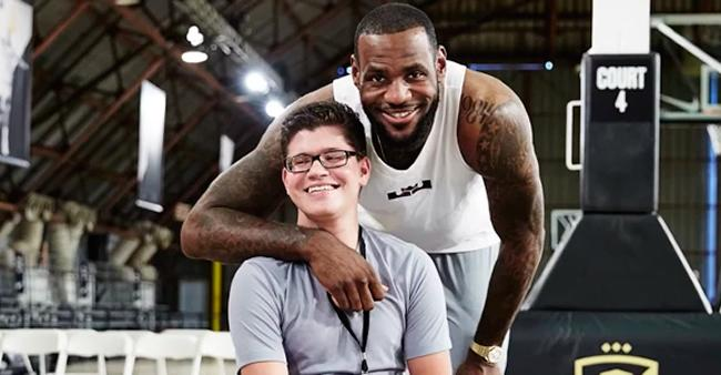 Garoto com paralisia pede e Nike o ajuda a vencer seu maior ...