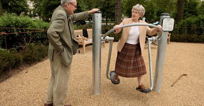 Mais playgrounds para crianças? Bobeira! Agora é a vez dos idosos...