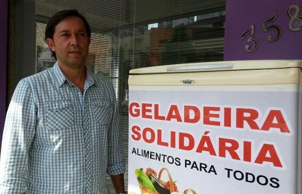 Empresário de Goiânia cria geladeira solidária para moradores de rua