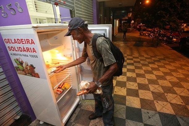 Adeus ao desperdício: empresário de Goiânia cria geladeira ...