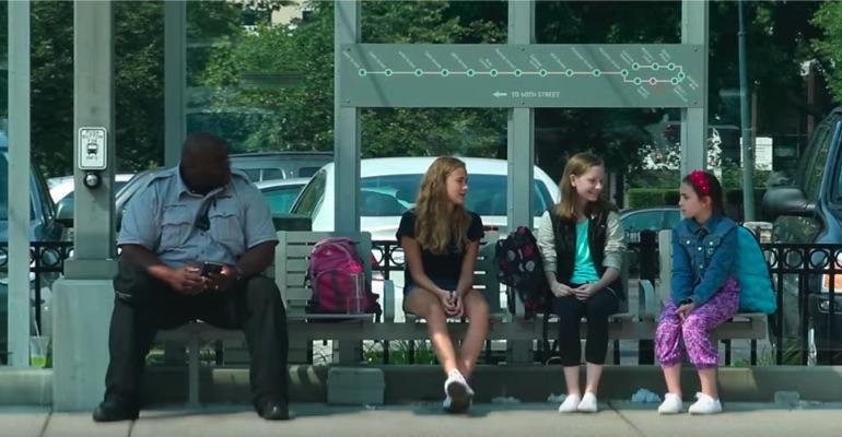 Uma criança sofre bullying na rua... e a reação de quem passa é de ...