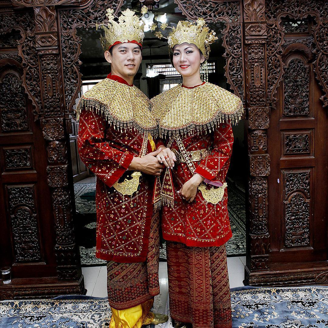 Trajes tradicionais de casamento na Indonésia
