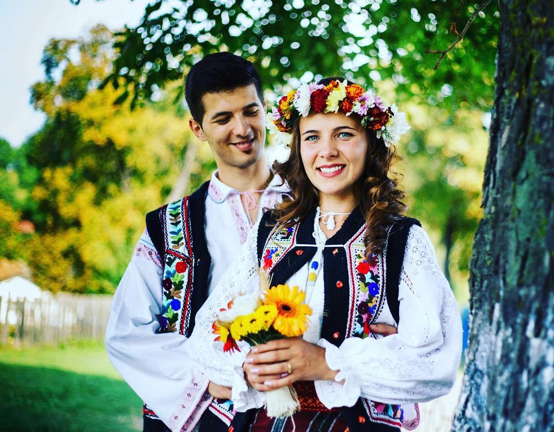 Trajes tradicionais de casamento na Romênia