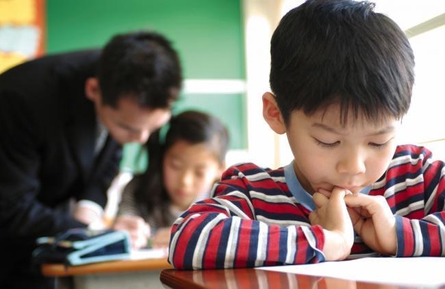 alunos japoneses participando de uma oficina