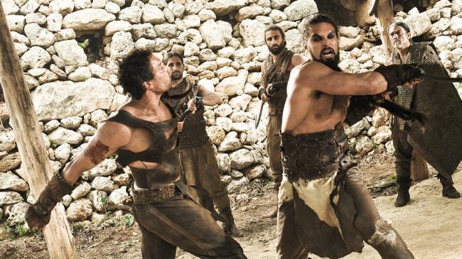 Khal Drogo em batalha com outro Dothraki