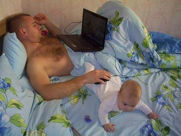 Pais engraçados sozinhos com seus filhos 13