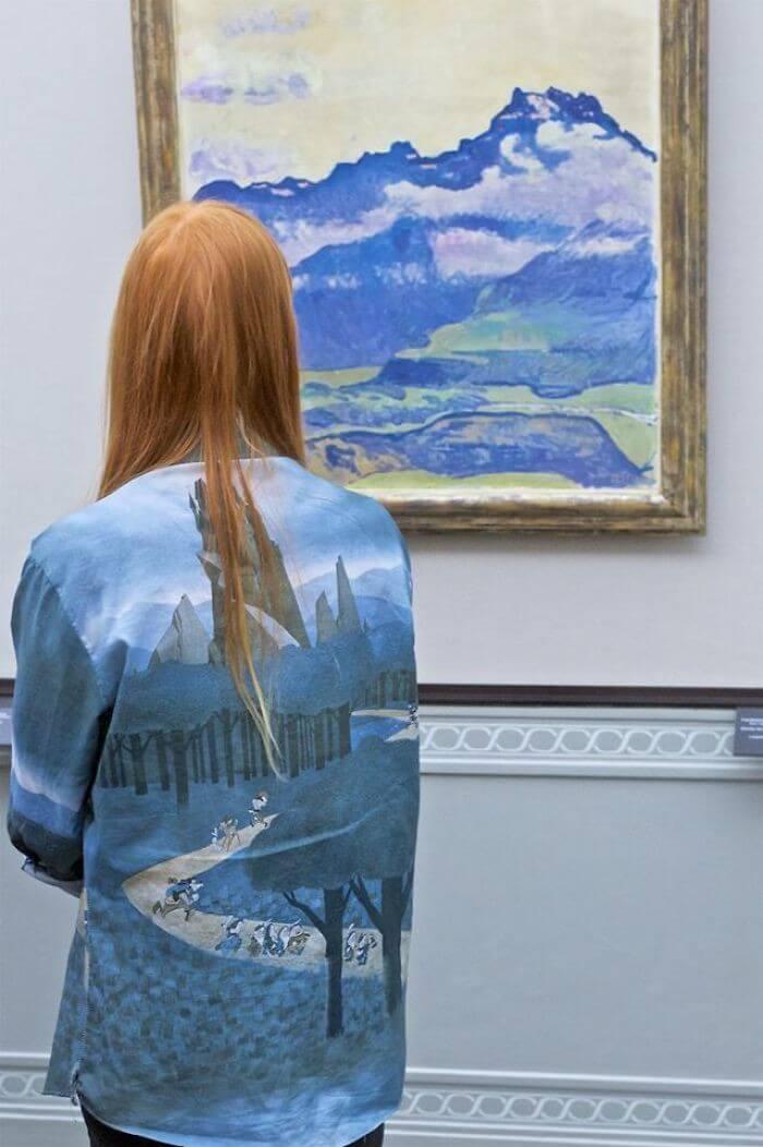 Pessoas combinam quadro museu (11)