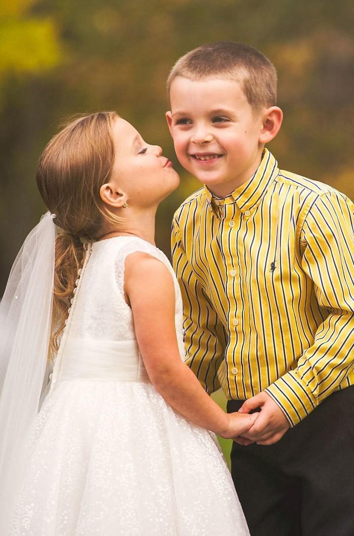 Para ajudar na cirurgia, criança de 5 anos se casa com seu melhor amigo 12