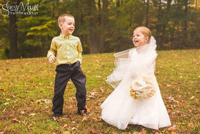 Para ajudar na cirurgia, criança de 5 anos se casa com seu melhor amigo 13