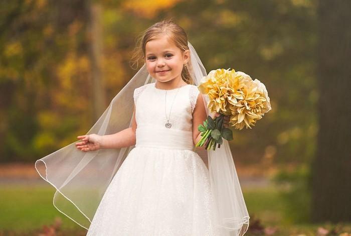 Para ajudar na cirurgia, criança de 5 anos se casa com seu melhor amigo 2