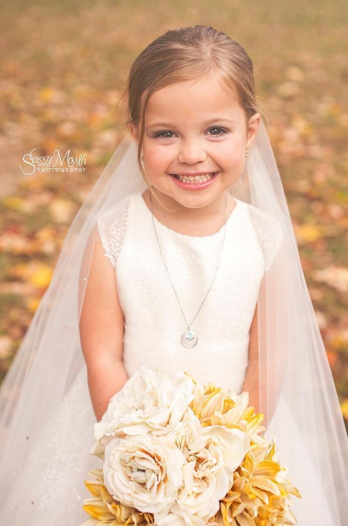 Para ajudar na cirurgia, criança de 5 anos se casa com seu melhor amigo 4
