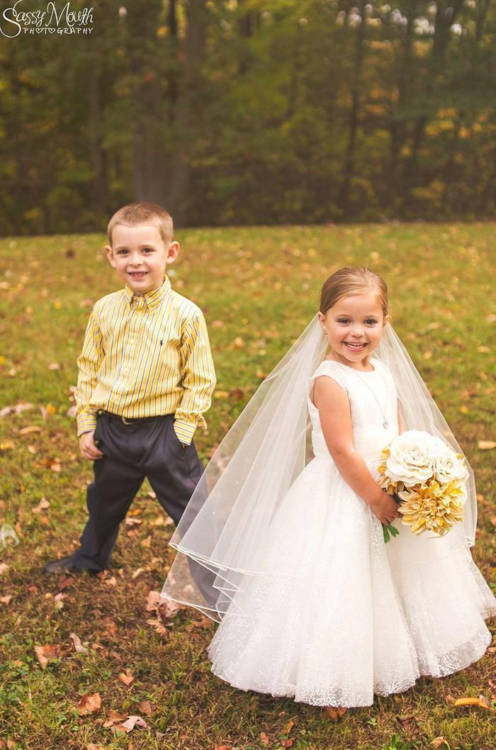 Para ajudar na cirurgia, criança de 5 anos se casa com seu melhor amigo 6