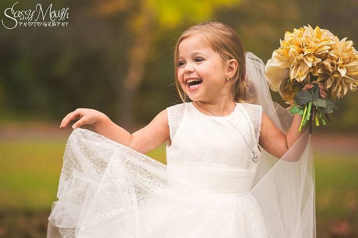 Para ajudar na cirurgia, criança de 5 anos se casa com seu melhor amigo 9