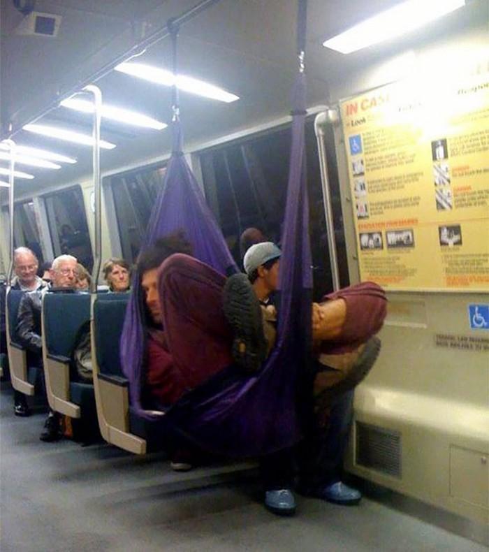 momentos engraçados no metrô (14)