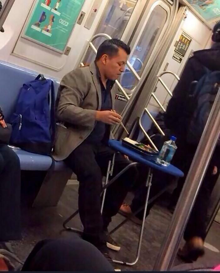 momentos engraçados no metrô (12)