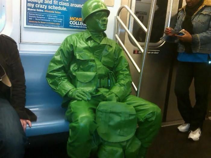 momentos engraçados no metrô (5)