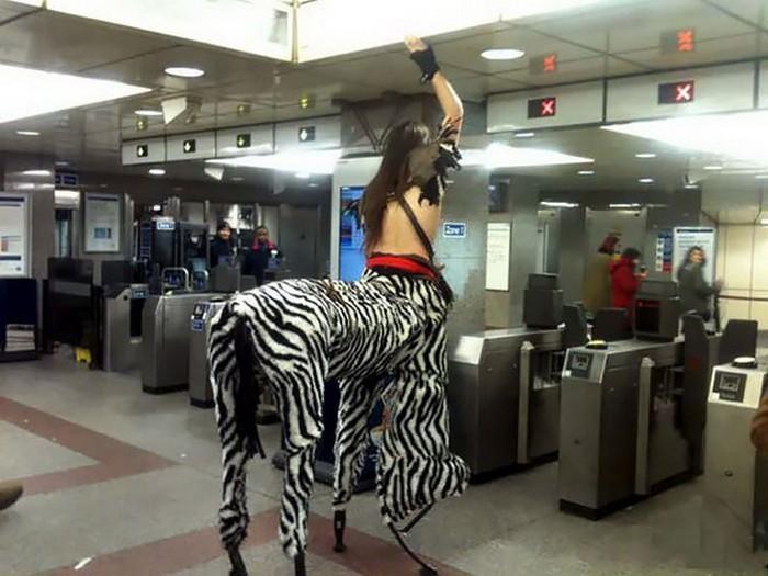 momentos engraçados no metrô (3)