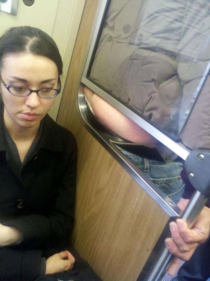 momentos engraçados no metrô (1)