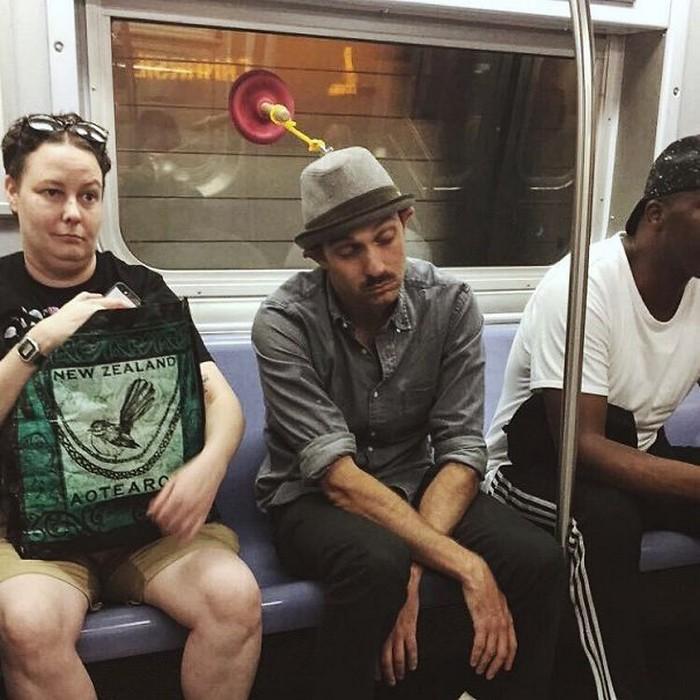 momentos engraçados no metrô (23)