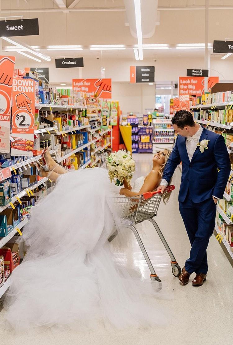 Celebrando o casamento no supermercado (1)