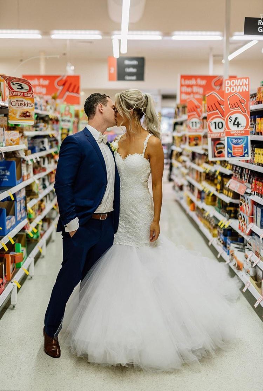 Celebrando o casamento no supermercado (2)