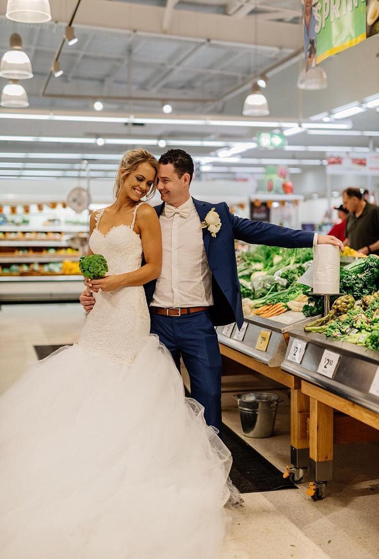 Celebrando o casamento no supermercado (6)