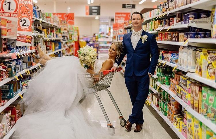 Celebrando o casamento no supermercado (7)