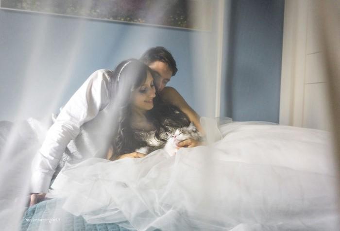 ensaio intimista pós-casamento de casal com seus gatos (5)