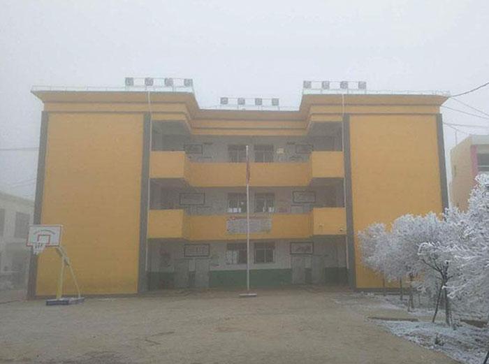 Garoto congela a caminho da escola (6)