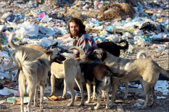 modelo larga tudo para cuidar de animais abandonados (4)