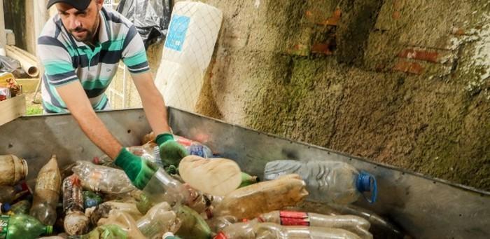 Morador cria barreira flutuante para despoluir rio Atuba no Paraná (5)