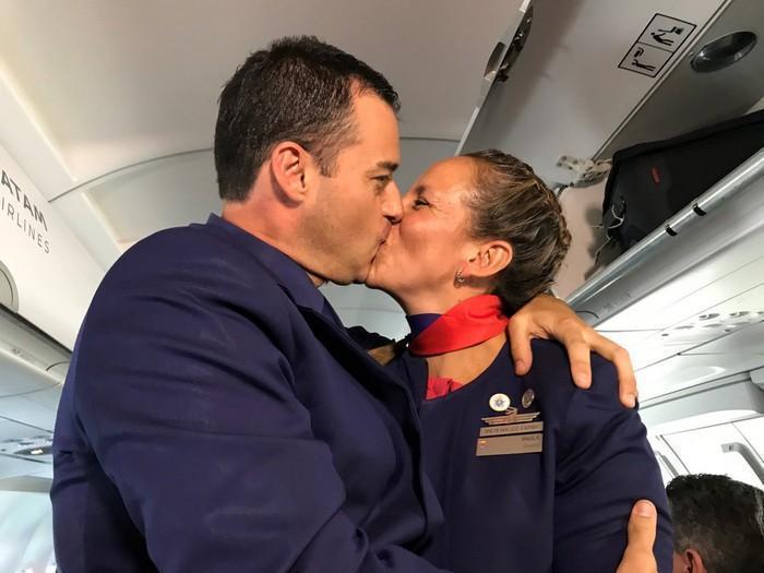 Papa Francisco celebra casamento durante voo (4)