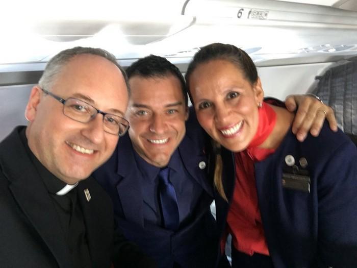 Papa Francisco celebra casamento durante voo (3)
