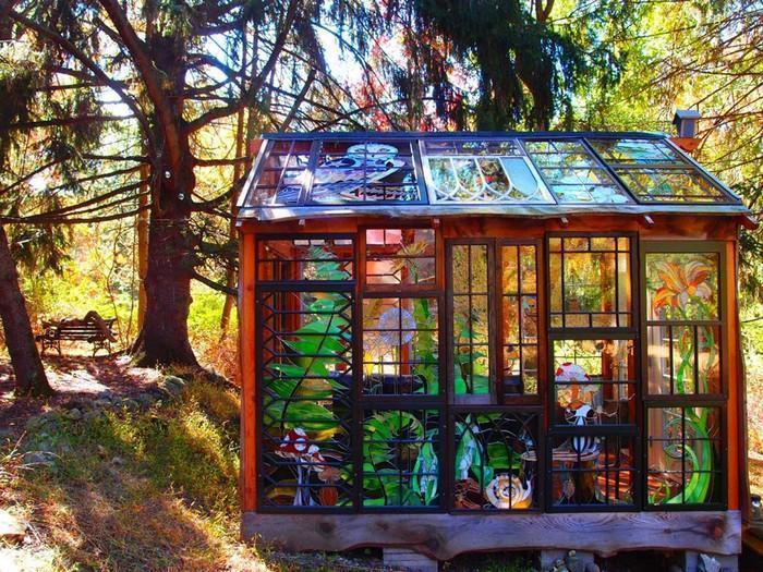 Cabana de vitral escondida na floresta (9)