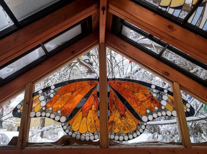 Cabana de vitral escondida na floresta (4)