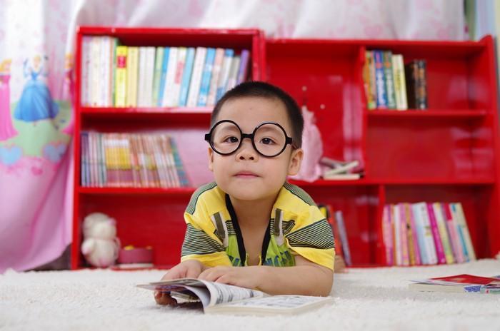 Por que você deve cercar-se de mais livros do que conseguirá ler em vida