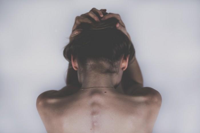 Por que precisamos levar a dor emocional tão a sério quanto a dor física