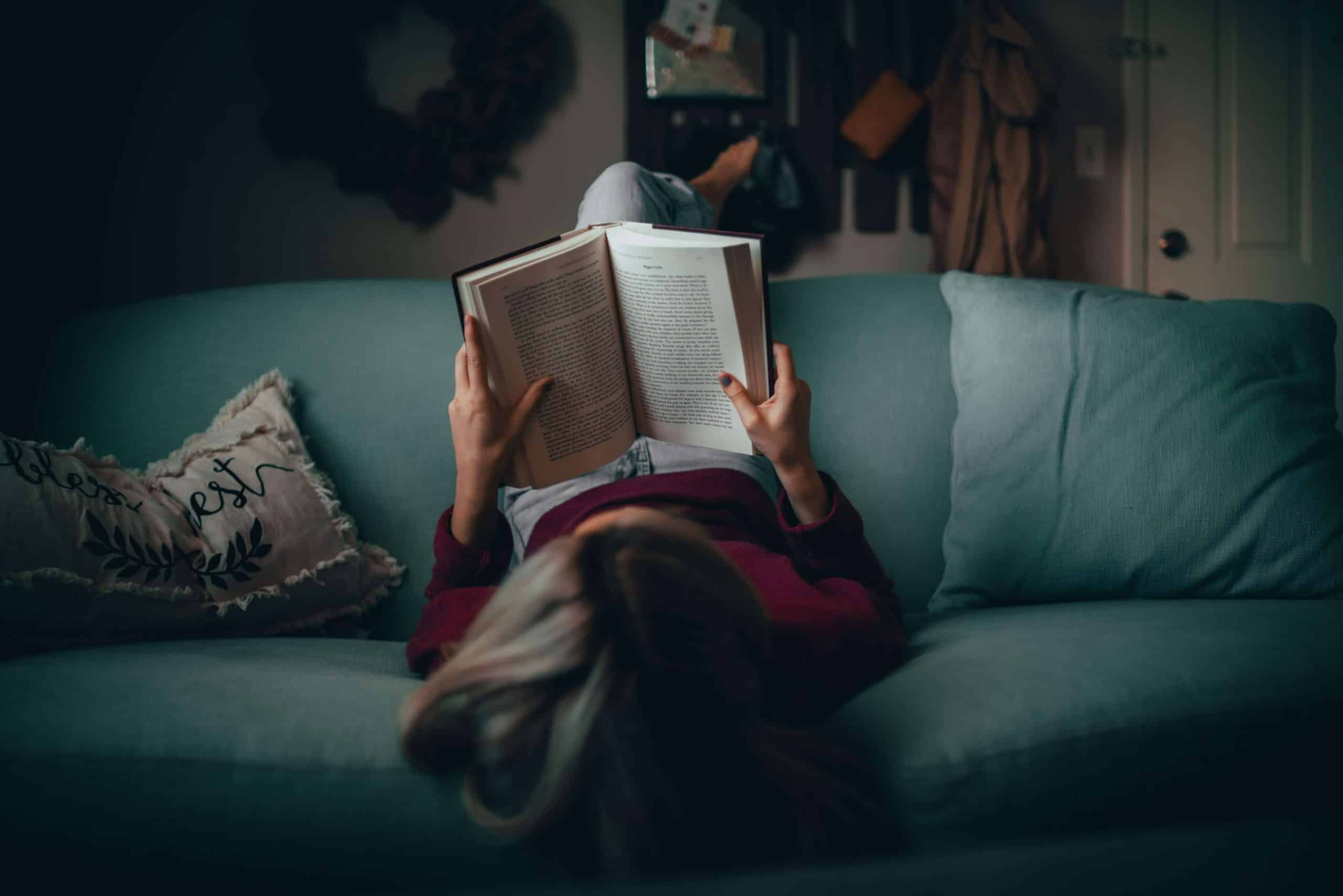 11 benefícios COMPROVADOS que a leitura diária te dá
