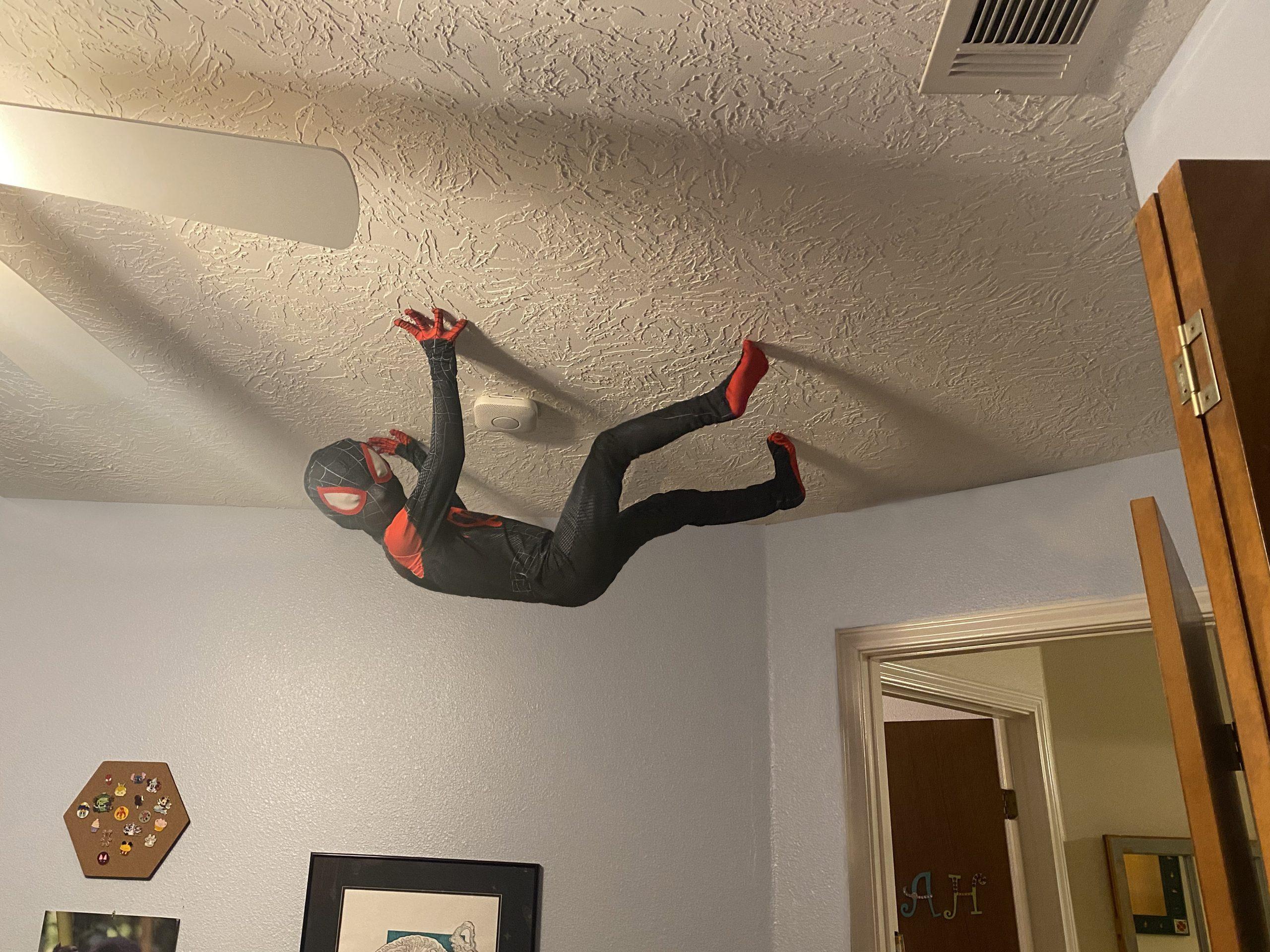 pai-transforma-filho-em-homem-aranha