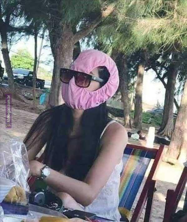 mulher-usa-calcinha-como-mascara