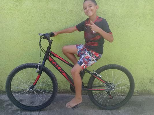 garoto-ganha-bicicleta-surpresa