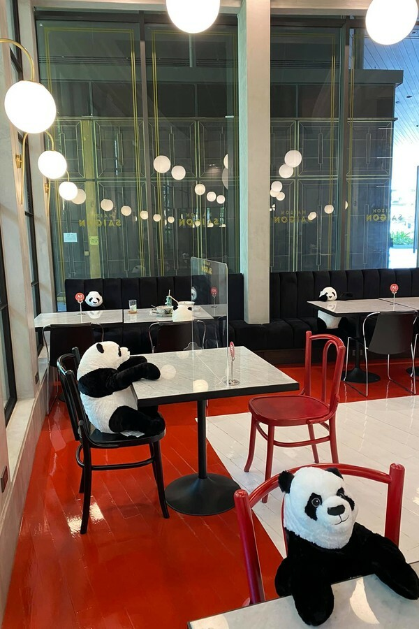 restaurante-usa-panda-para-manter-distanciamento