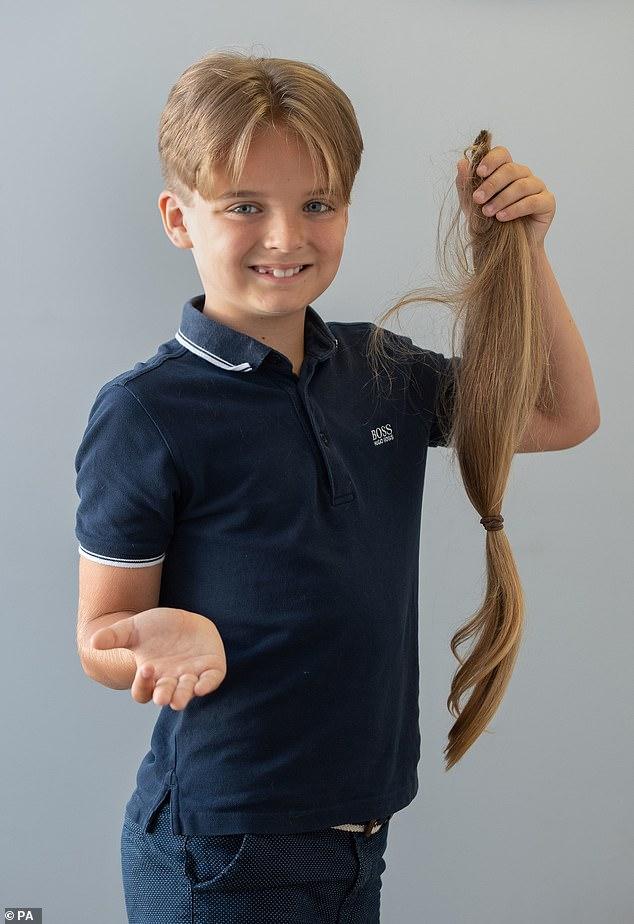garoto-de-9-anos-doa-cabelo