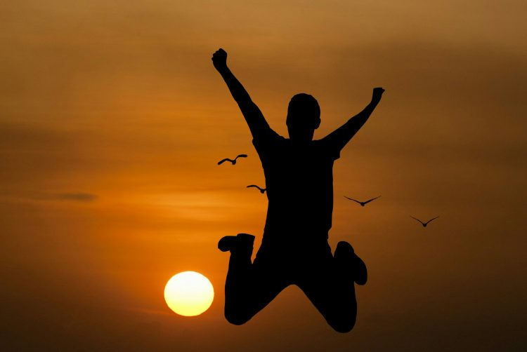 homem feliz crenças