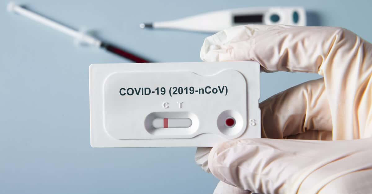 Na Espanha, mãe com COVID da à luz a bebê com anticorpos contra a doença