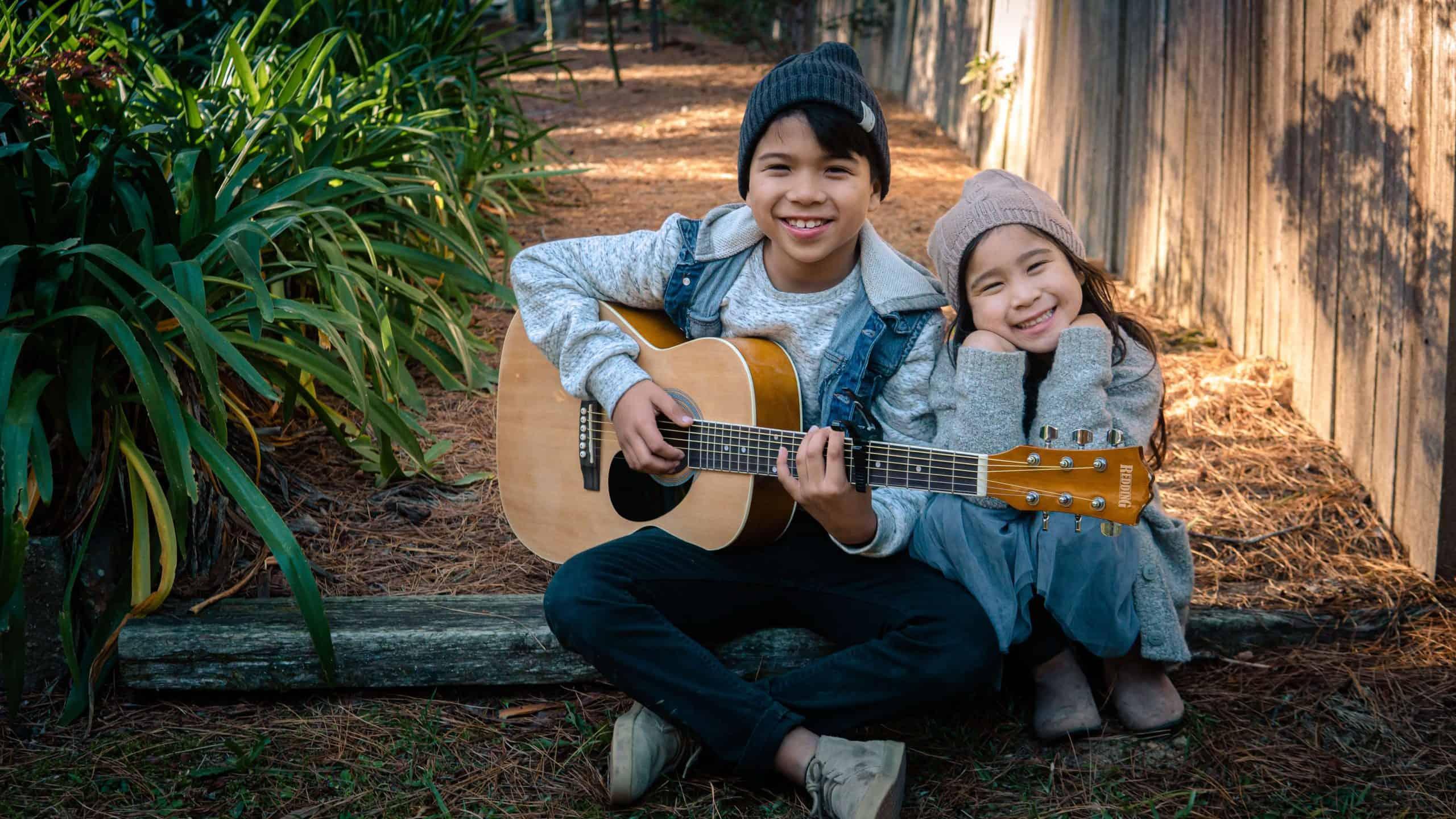 benefícios-crianças-instrumentos-musicais